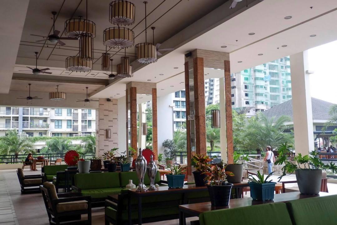 021 - North tower al fresco common area + coffee shop + function rooms